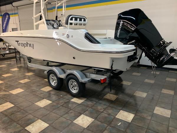 2021 Bayliner boat for sale, model of the boat is T22CC & Image # 2 of 23