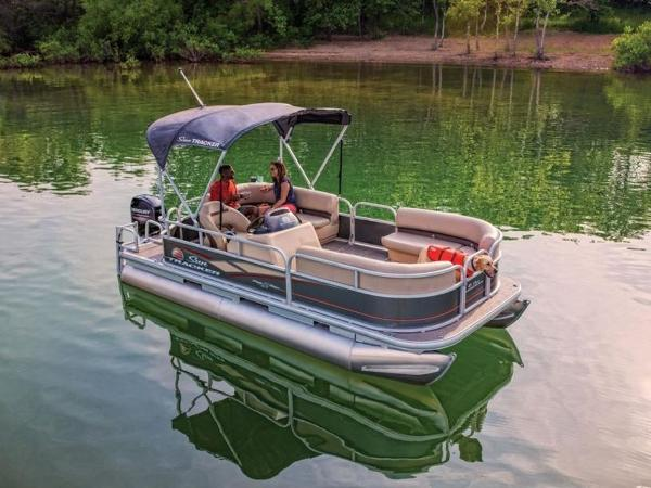 2020 Sun Tracker boat for sale, model of the boat is PARTY BARGE® 18 DLX & Image # 1 of 2