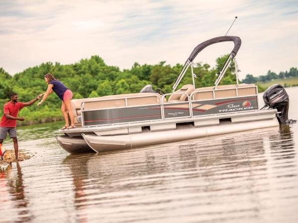 2020 Sun Tracker boat for sale, model of the boat is PARTY BARGE® 18 DLX & Image # 2 of 2