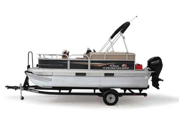 2021 Sun Tracker boat for sale, model of the boat is BASS BUGGY 16 XL SELECT & Image # 12 of 87