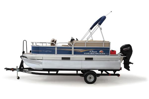 2021 Sun Tracker boat for sale, model of the boat is BASS BUGGY 16 XL SELECT & Image # 15 of 87