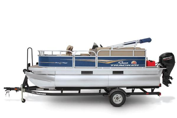 2021 Sun Tracker boat for sale, model of the boat is BASS BUGGY 16 XL SELECT & Image # 23 of 87