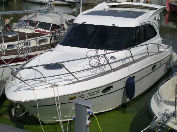 Galeon 330 HT. Length: 10.11 meter. Model Year: 2006. Price: €110000