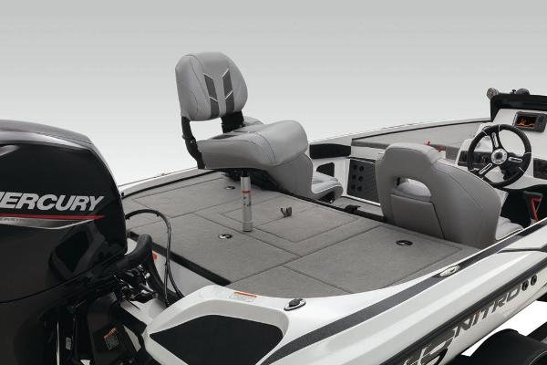 2021 Nitro boat for sale, model of the boat is Z18 & Image # 25 of 55