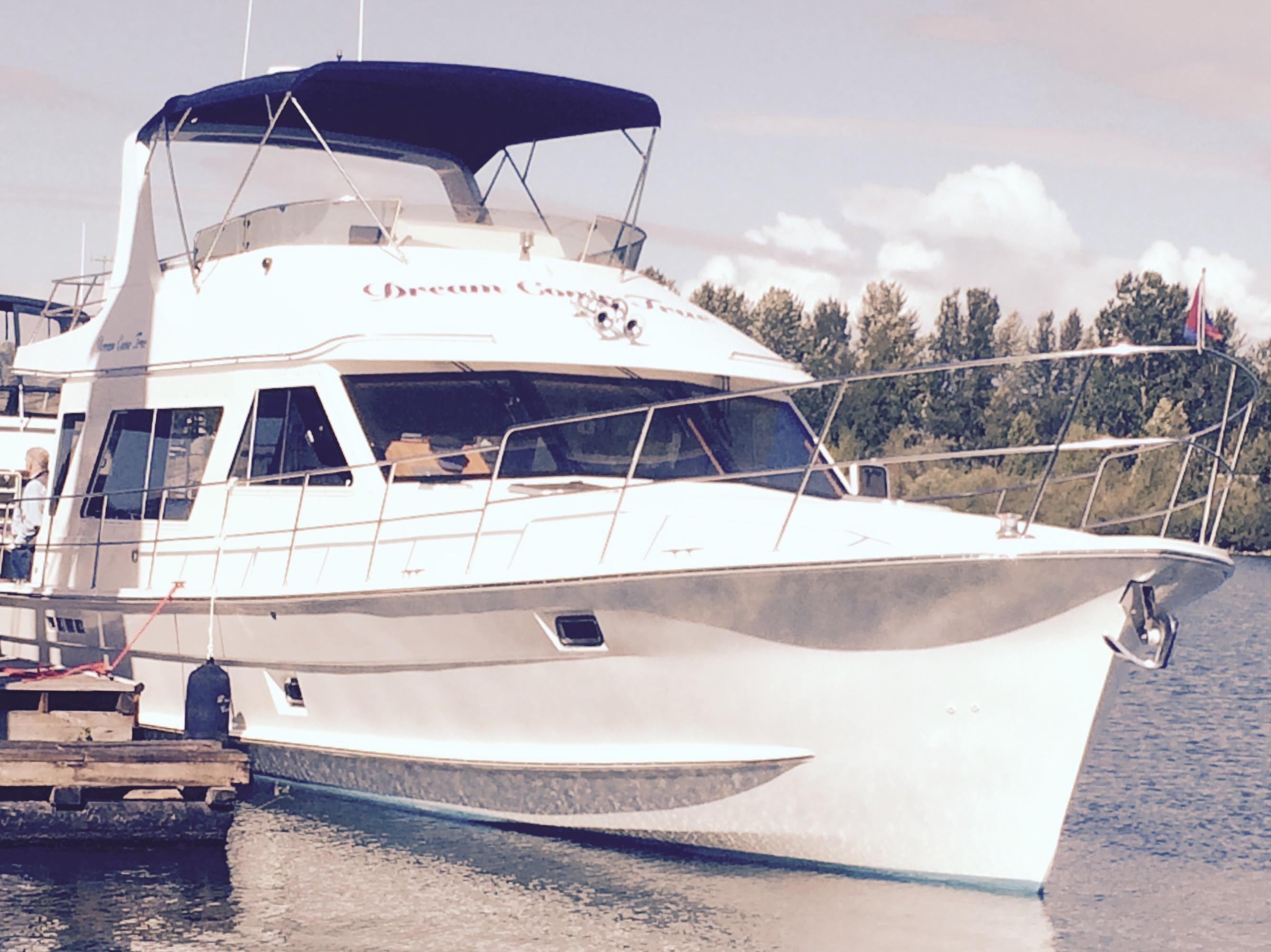 Picture Of:  48' Custom Diamond Yachts 48 Sedan 2007Yacht For Sale | 4 of 143