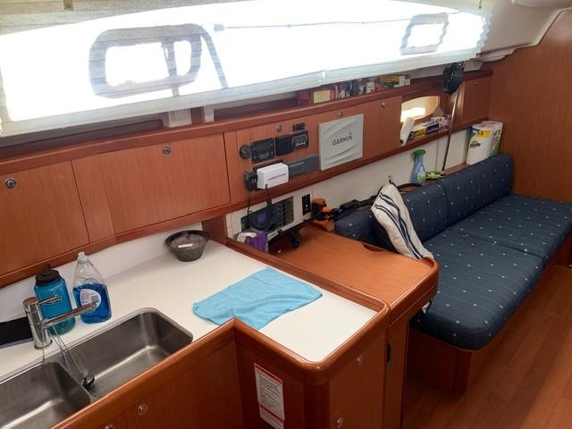 Port Saloon showing Nav table