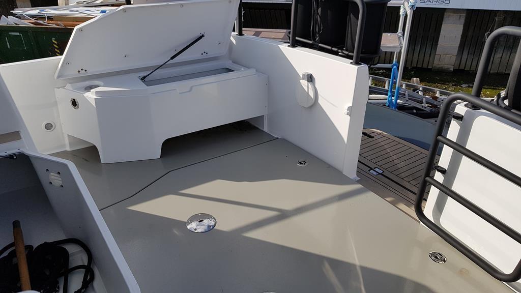 2018 Sargo 31 Explorer aft deck storage
