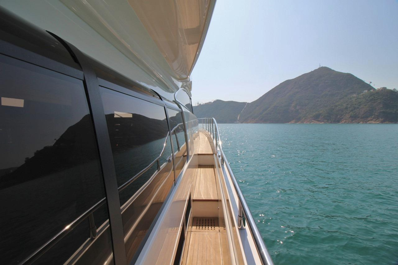 Princess 23M- Side Deck