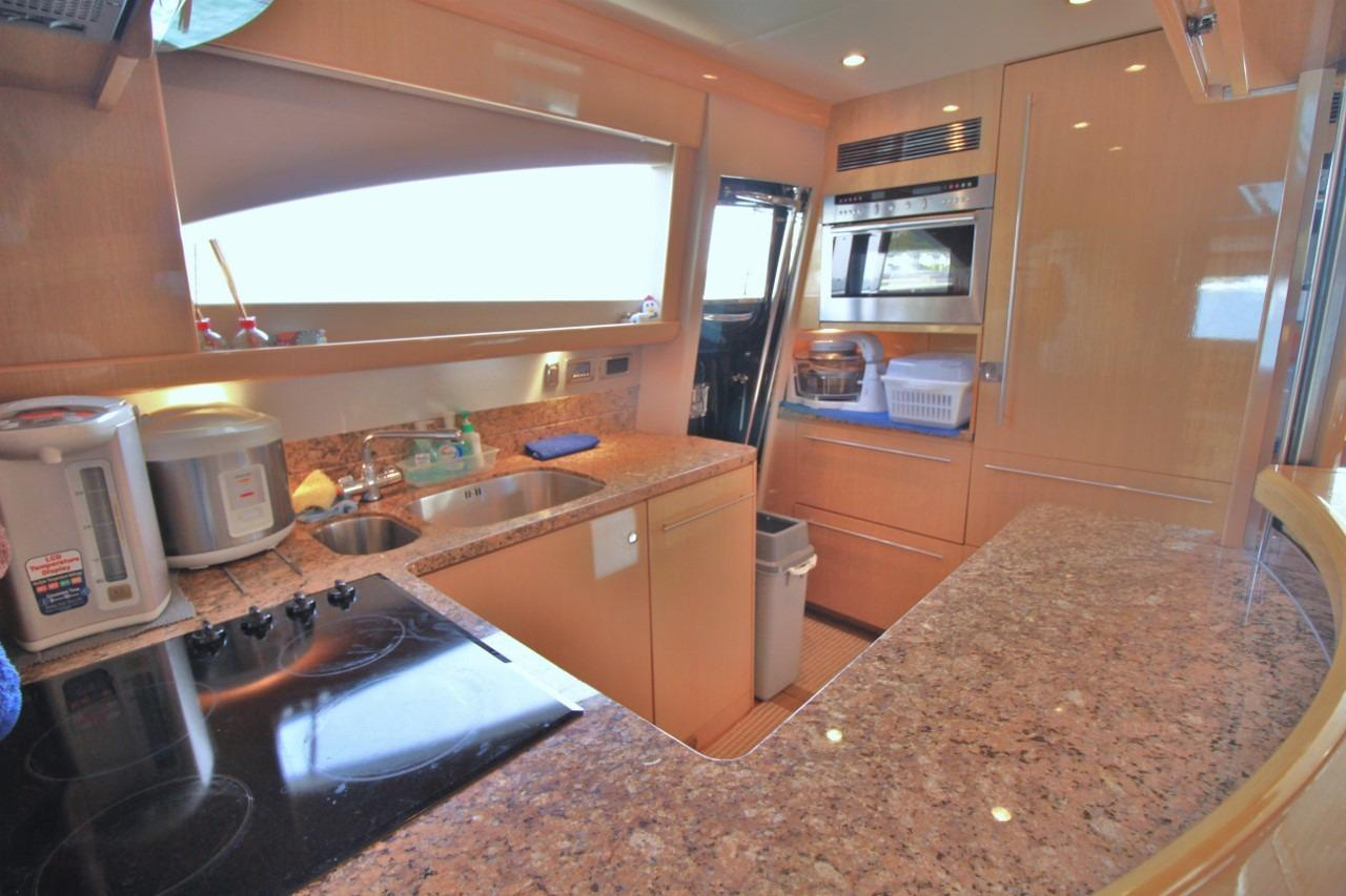 Princess 23M- Galley
