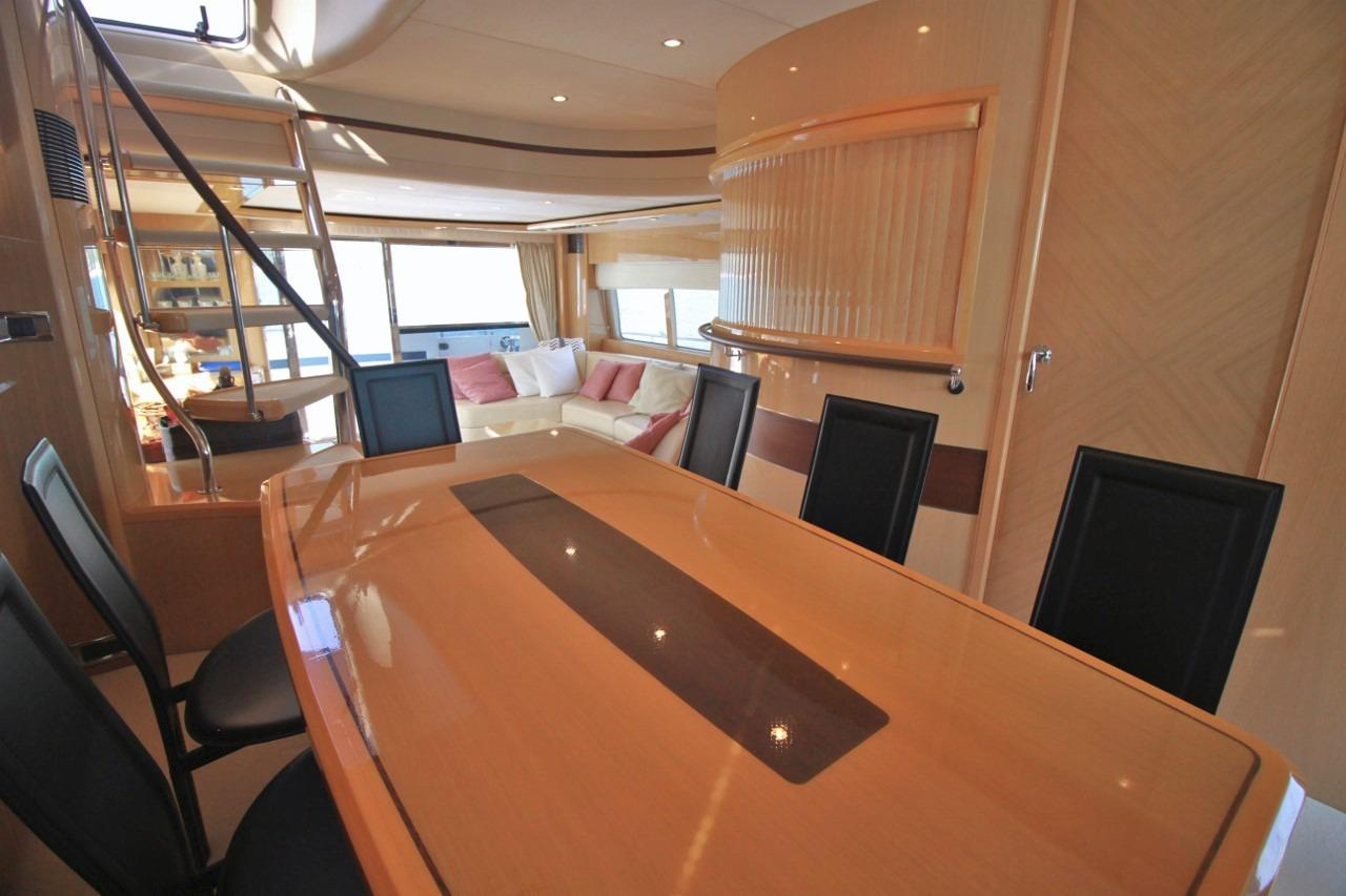 Princess 23M- Dining Area