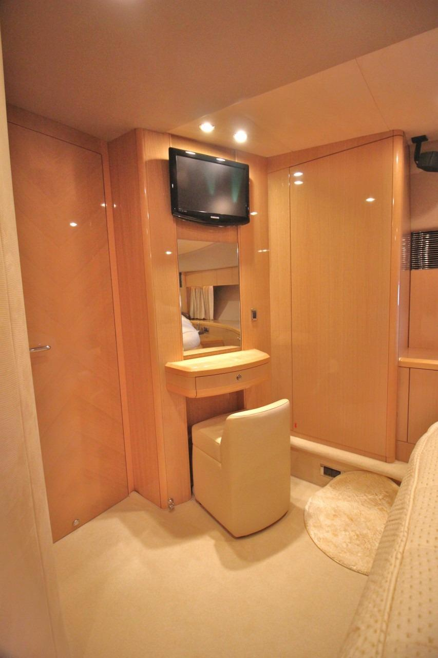 Princess 23M- VIP Forward Cabin