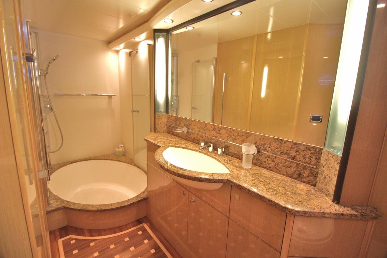 Princess 23M- Master Cabin Bathroom