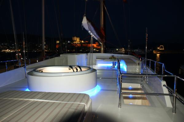 With Jacuzzi, Sun Bathing Area, Seating Area & Steering