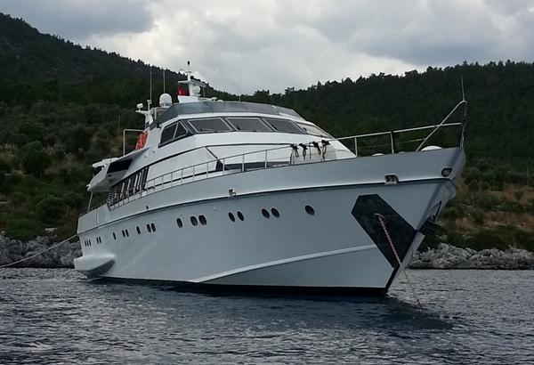 Front view 36 M ADMIRAL MOTORYACHT