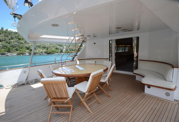 Aft Deck Dining Table 36 M Motoryacht
