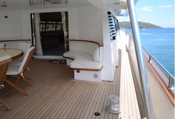 36 m MY aft deck ADMIRAL MOTORYACHT