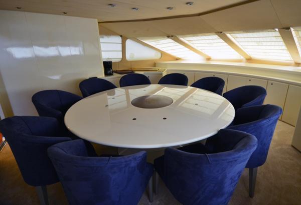 36 M ADMIRAL MOTORYACHT dining area