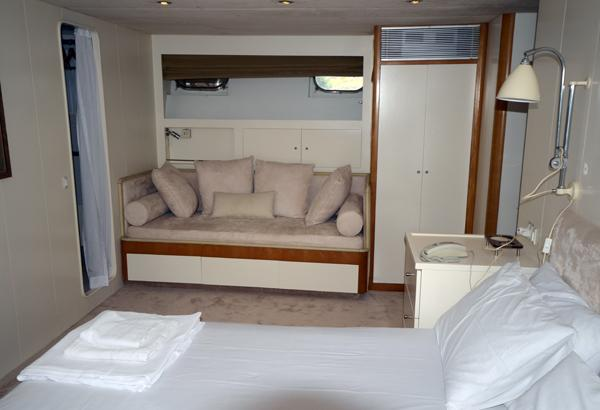 36 M ADMIRAL MOTORYACHT Master cabin