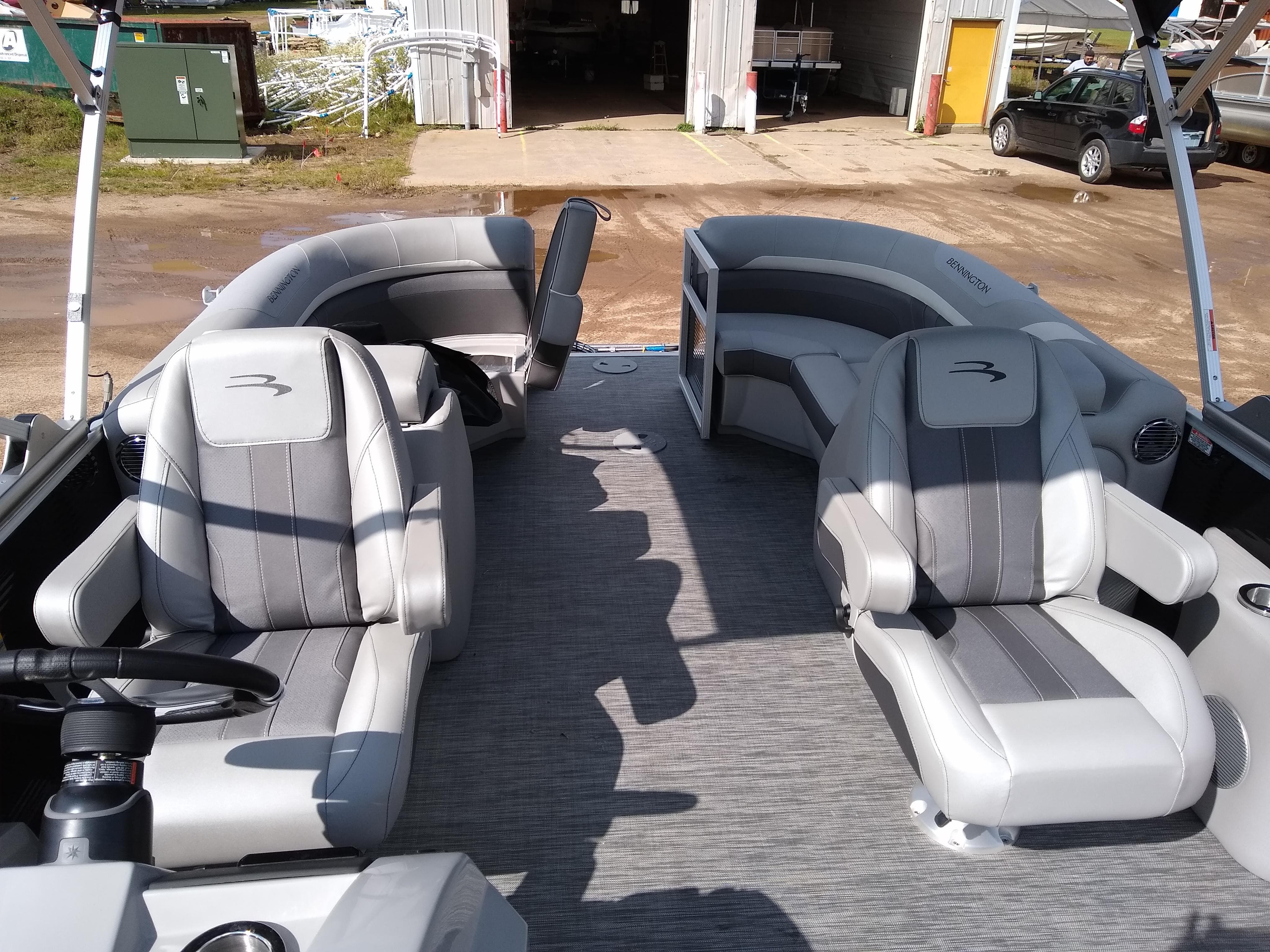 2020 Bennington boat for sale, model of the boat is SX Series 22 & Image # 8 of 14