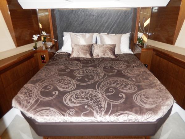 Sealine C530 forward VIP cabin