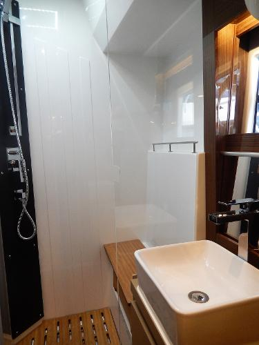 Sealine C530 owners shower