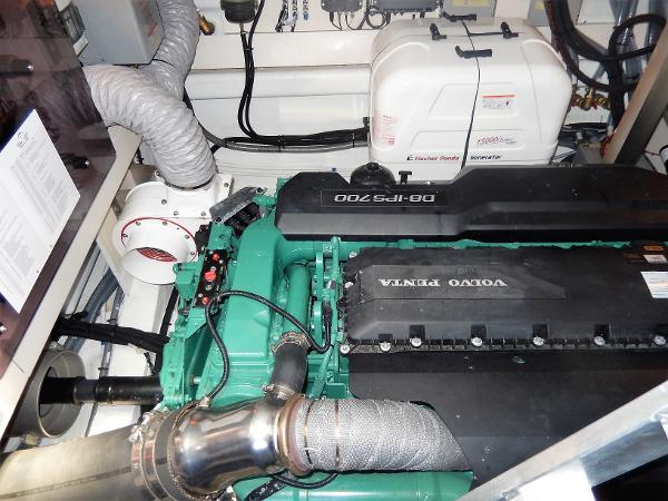 Sealine C530 port IPS700 & generator