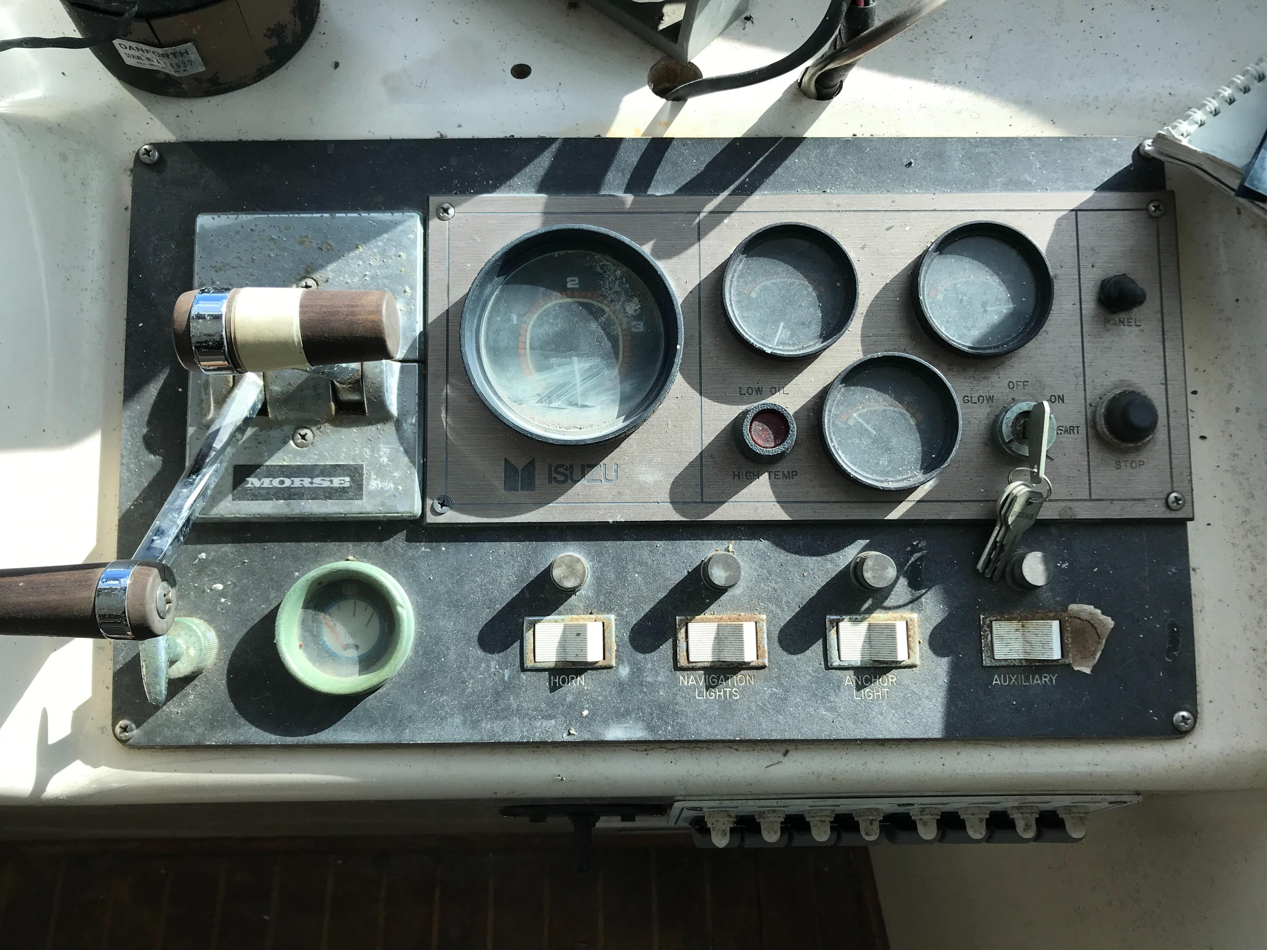 Carri-craft 57 Catamaran - port engine controls