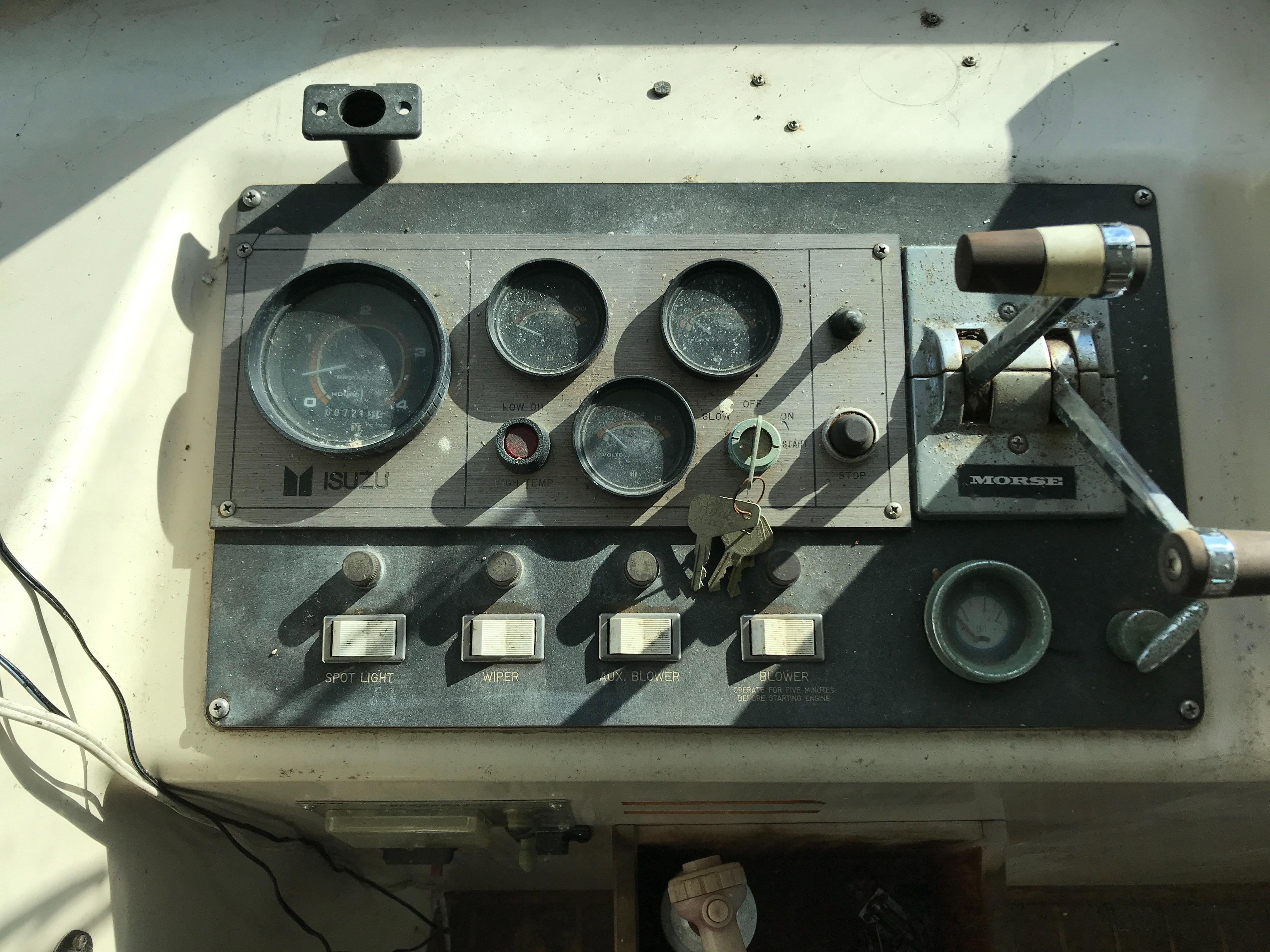 Carri-craft 57 Catamaran - starboard engine controls
