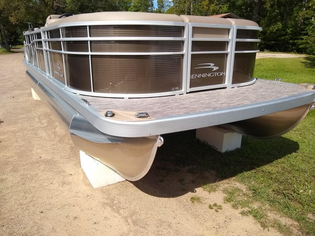 2020 Bennington boat for sale, model of the boat is SX Series 22 & Image # 2 of 24