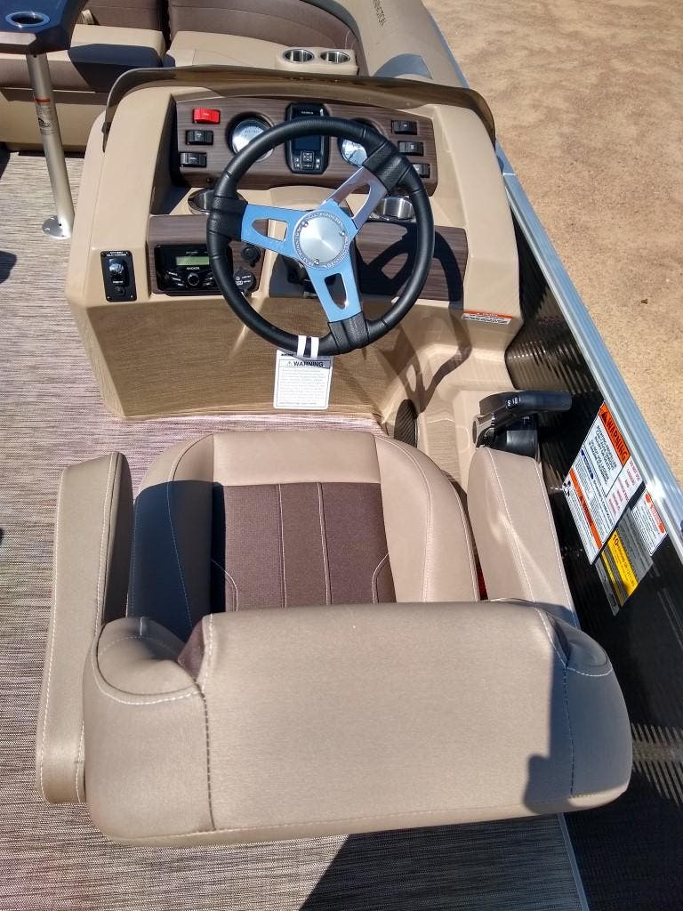 2020 Bennington boat for sale, model of the boat is SX Series 22 & Image # 9 of 24
