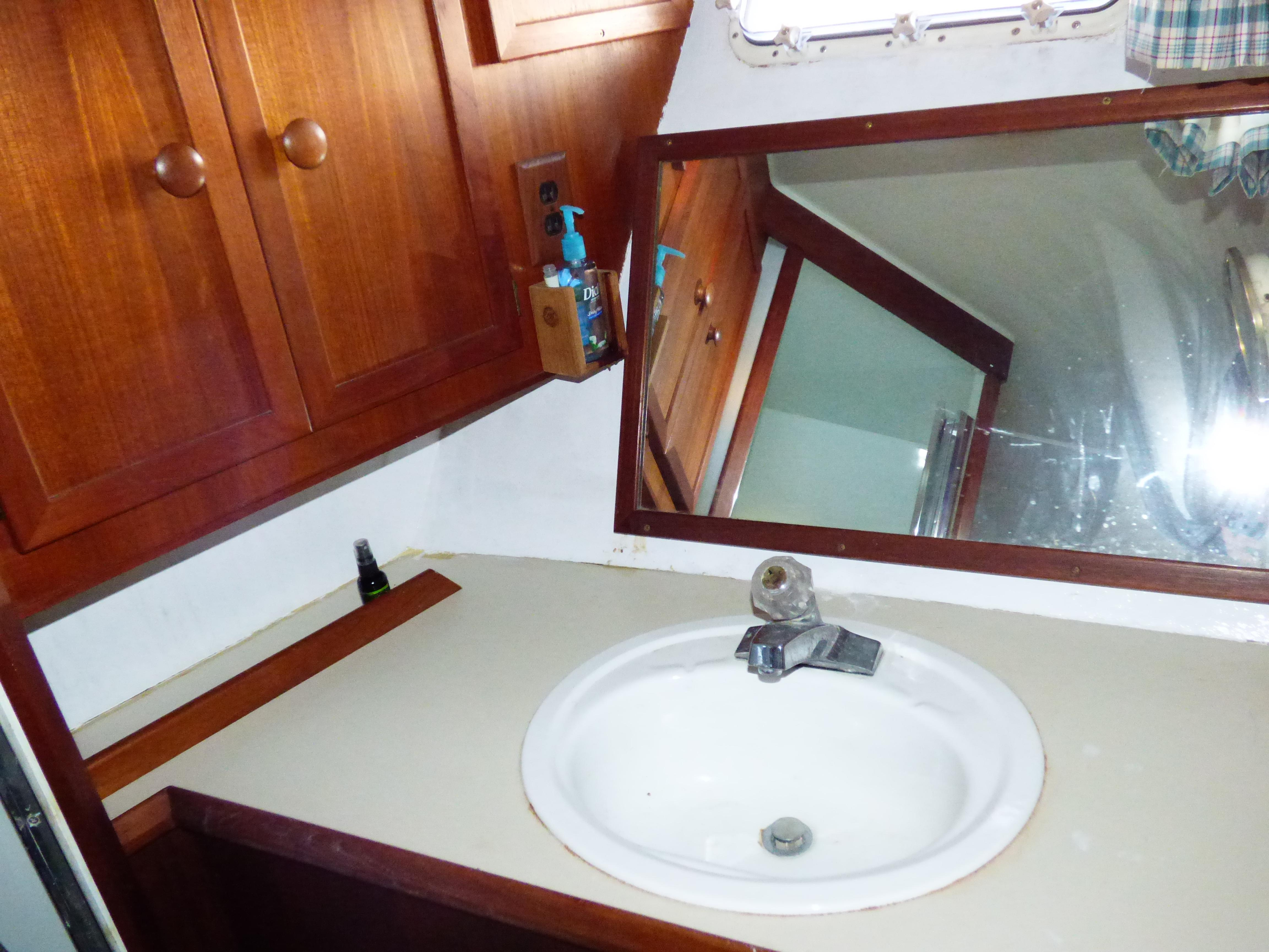 48' Uniflite 48 Convertible Sportfish 1983 | Seacoast Yachts