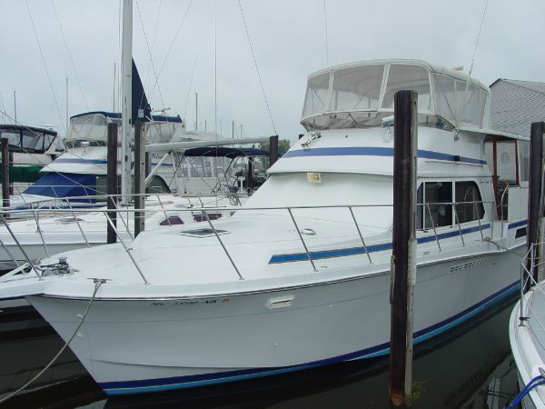 Chris-Craft 426 Catalina Motor Yachts. Listing Number: M-3766658