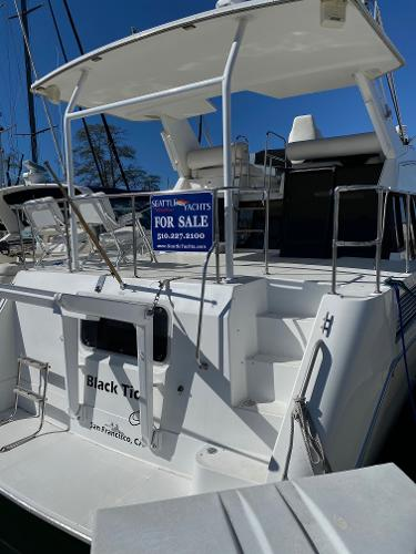Picture Of:  43' Bayliner 4387 Motor Yacht 1991Yacht For Sale | 3 of 14