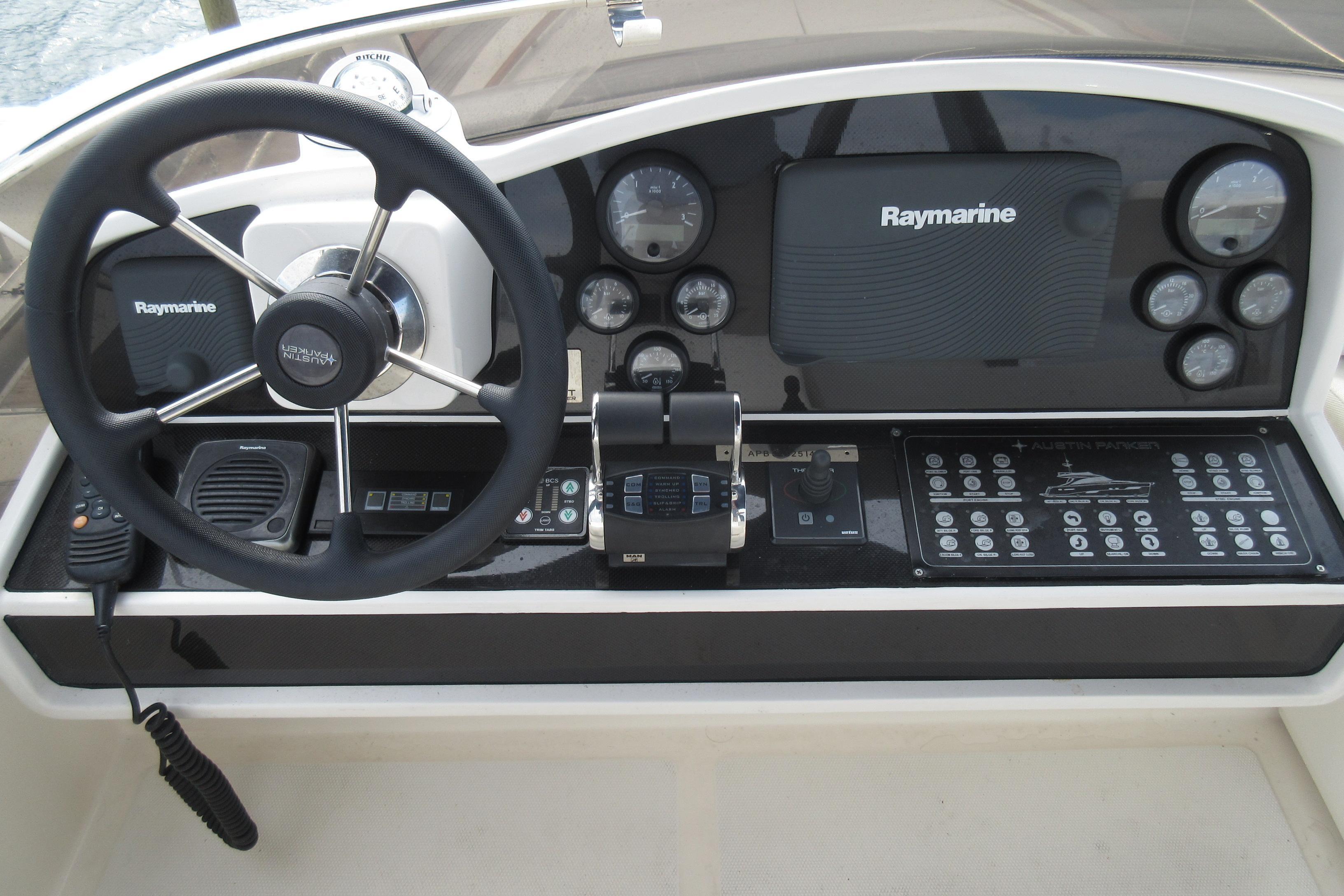 Austin Parker 54 Ketel Two Flybride console