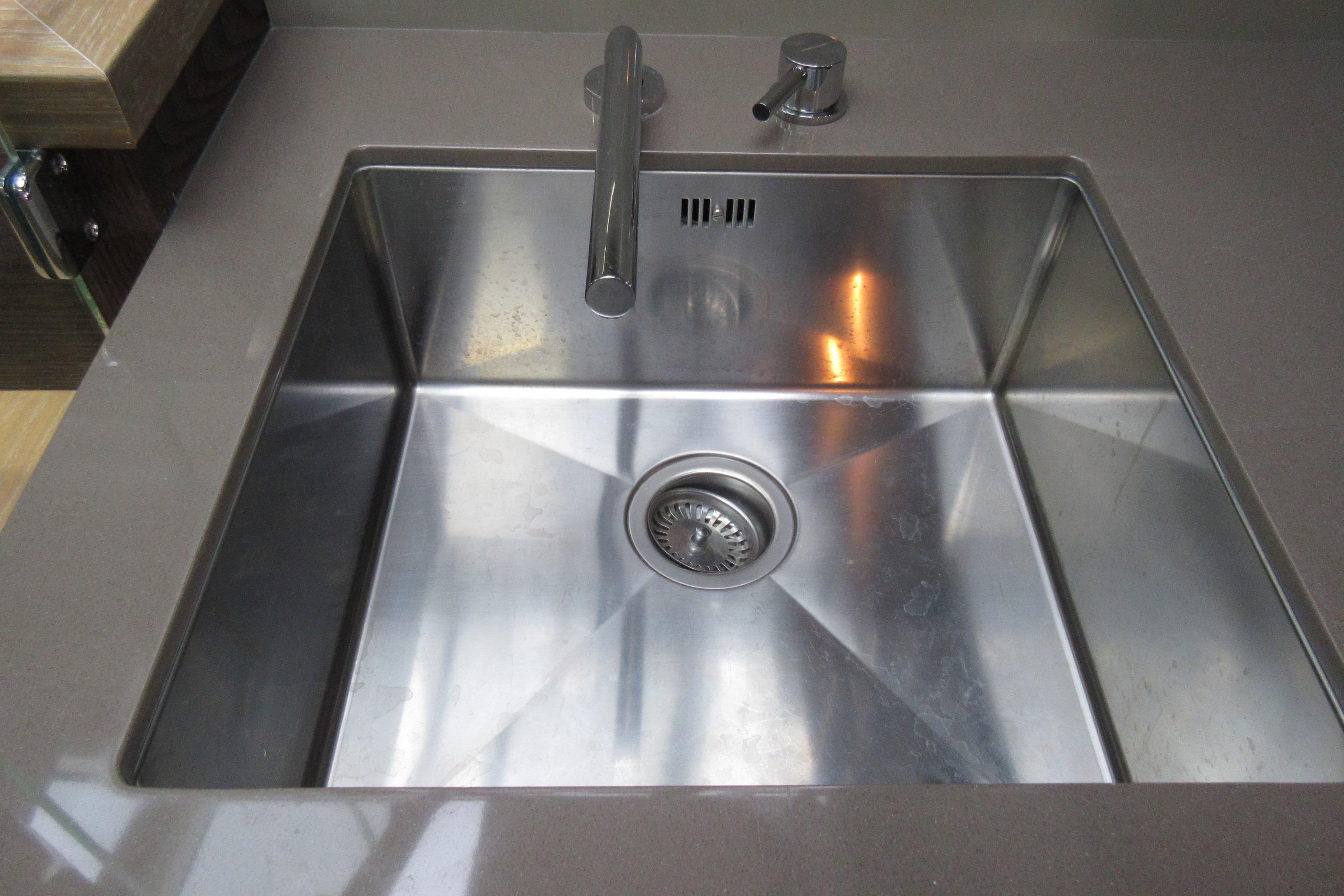 Austin Parker 54 Ketel Two Galley Sink