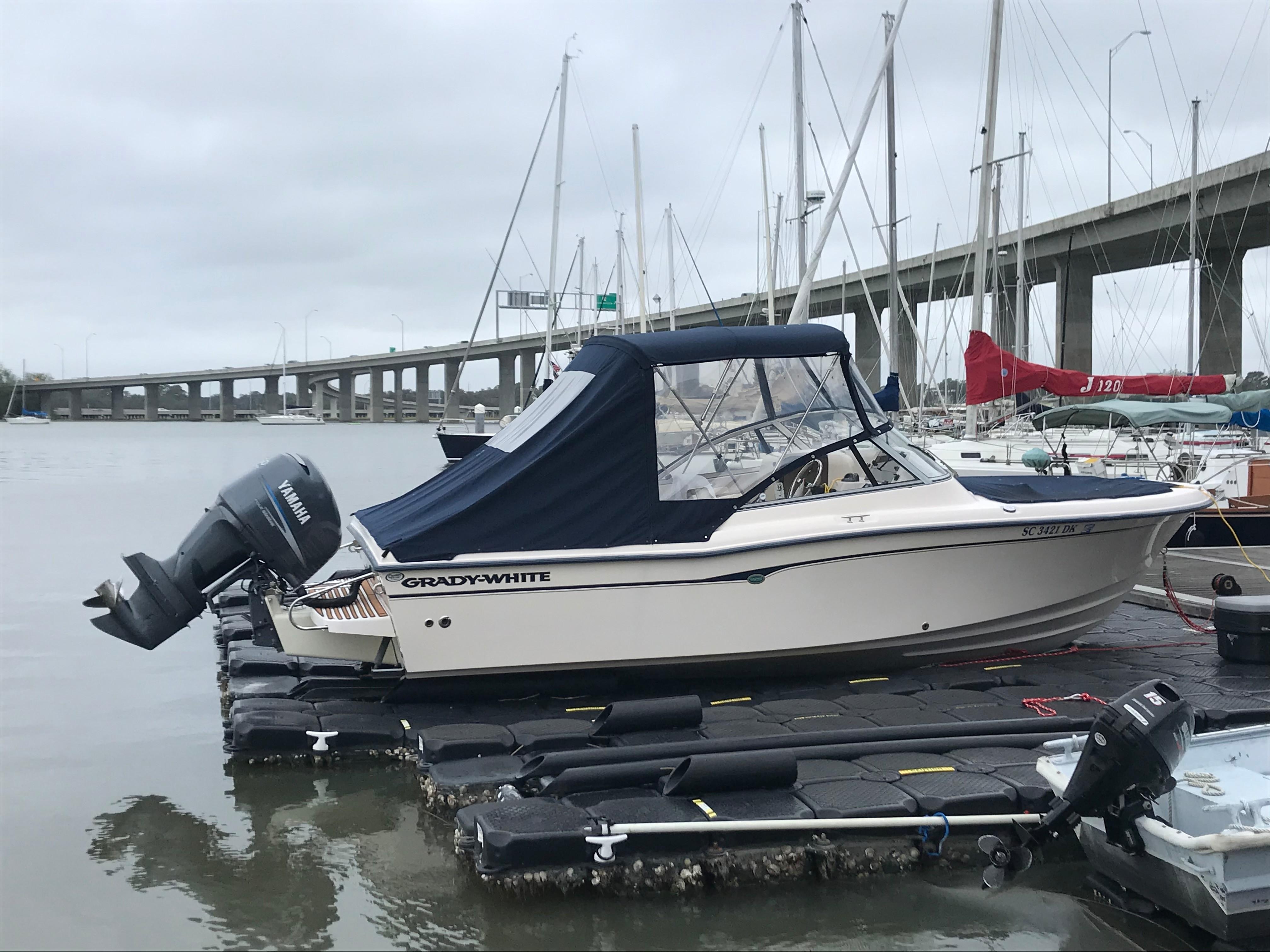 Grady-white 225 Tournament Dual Console - On the jet dock