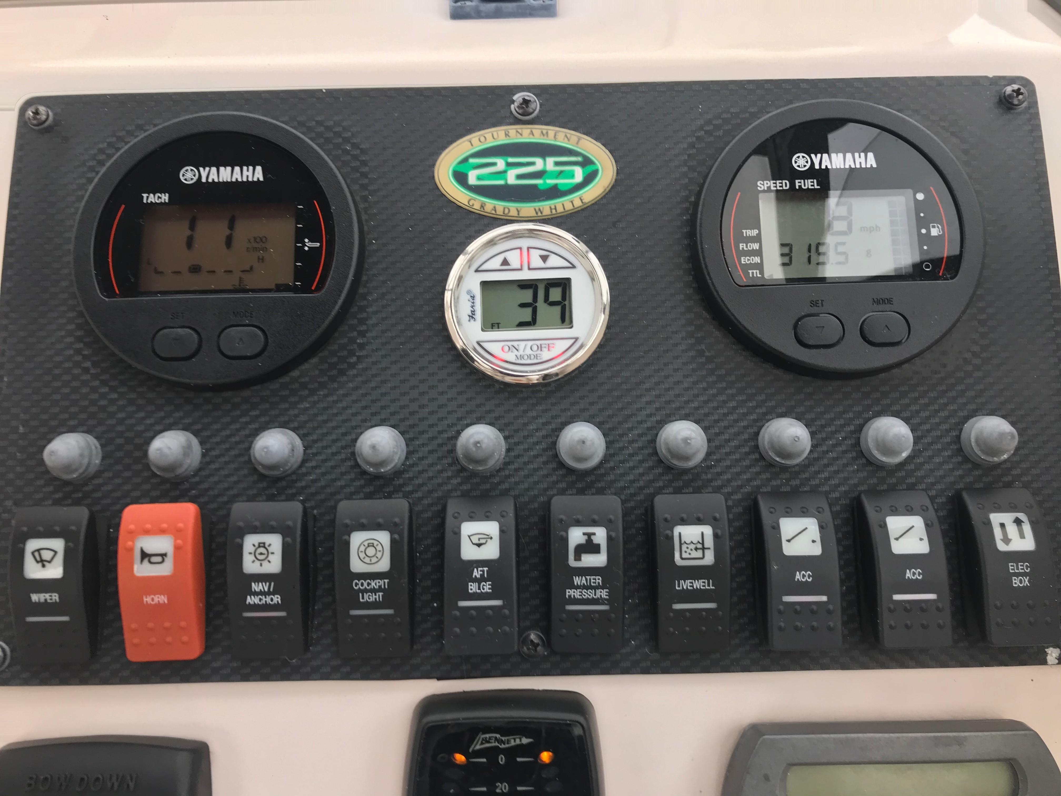 Grady-white 225 Tournament Dual Console - Dash/gauges/switches