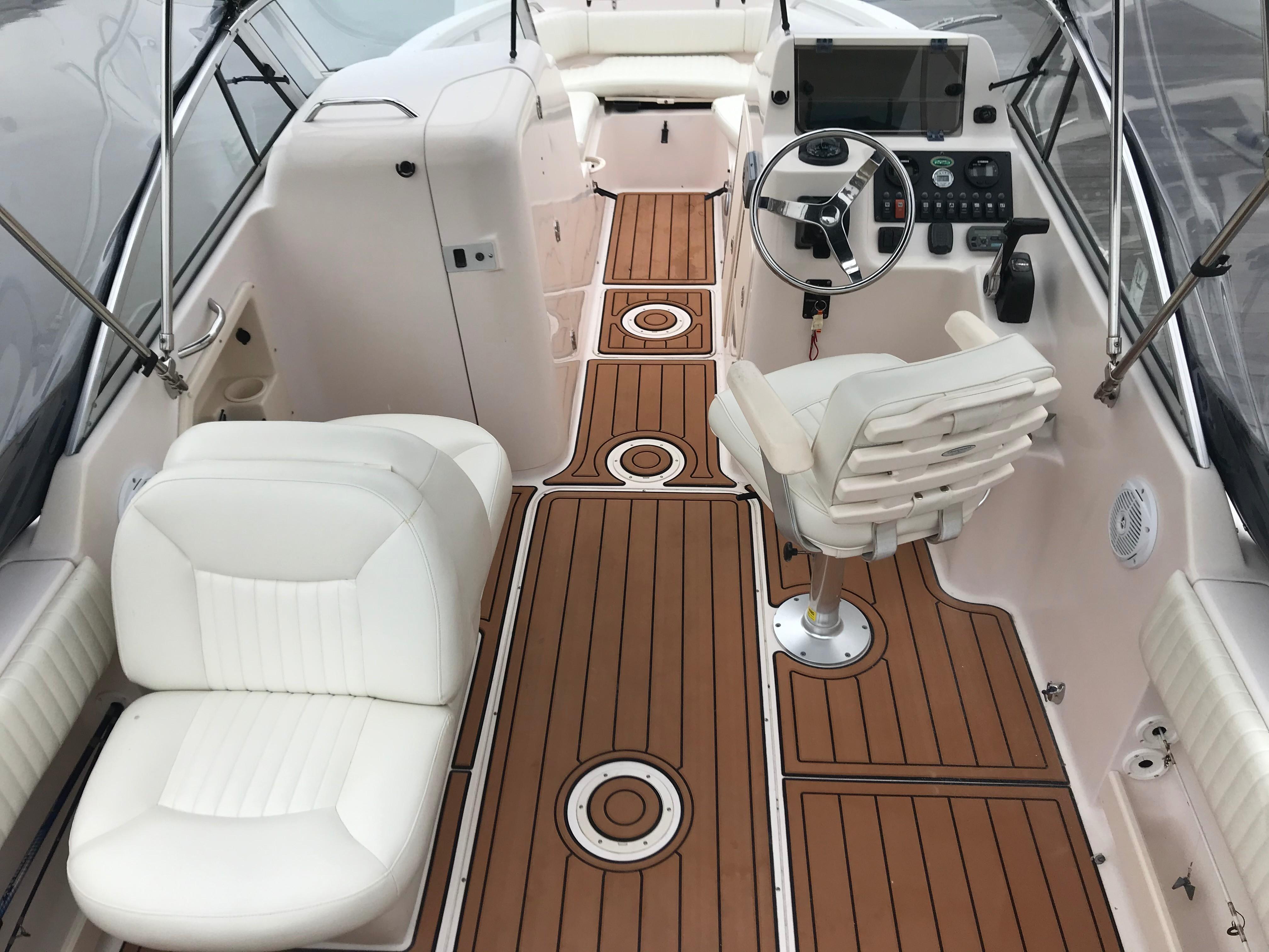 Grady-white 225 Tournament Dual Console - Interior looking forward/Sea Deck
