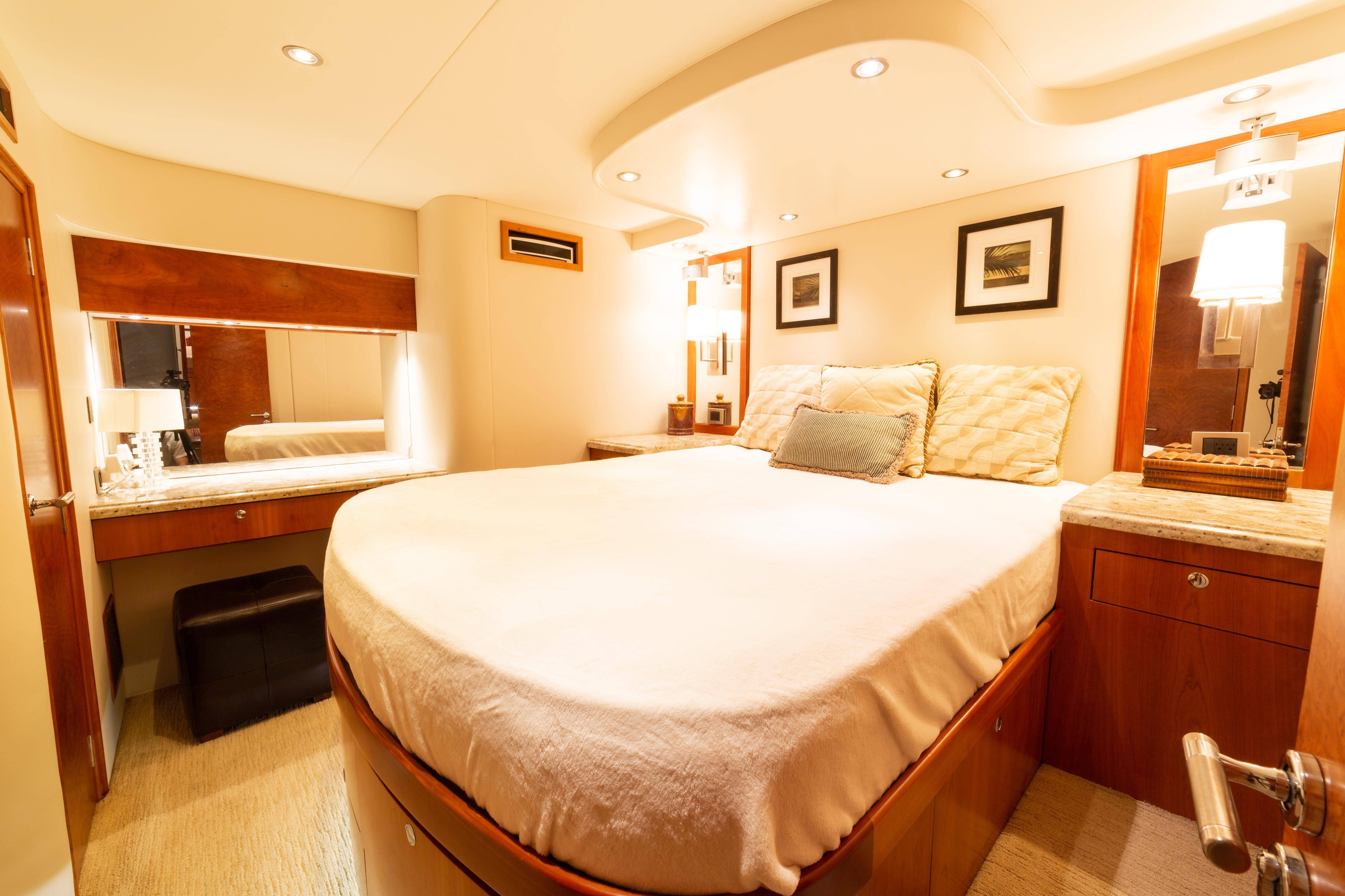 Master Cabin (Midship)