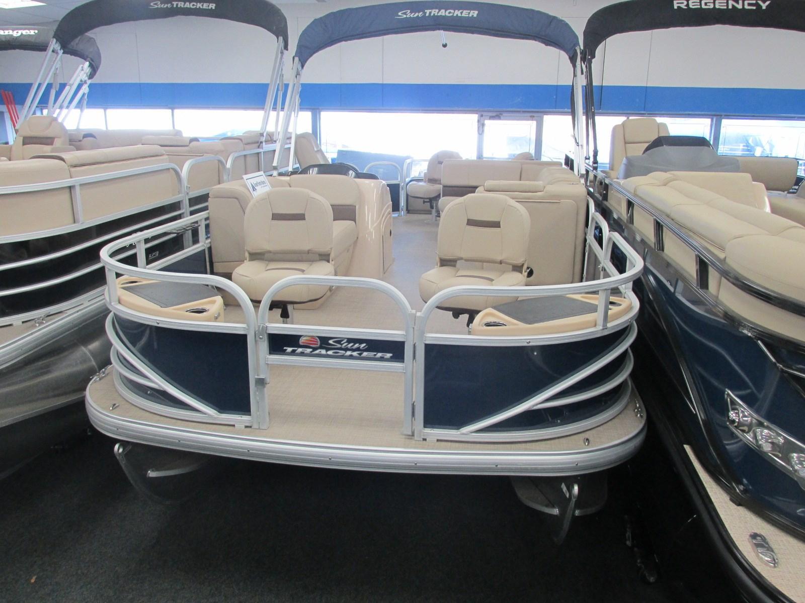 Sun TrackerFishin' Barge 22 DLX