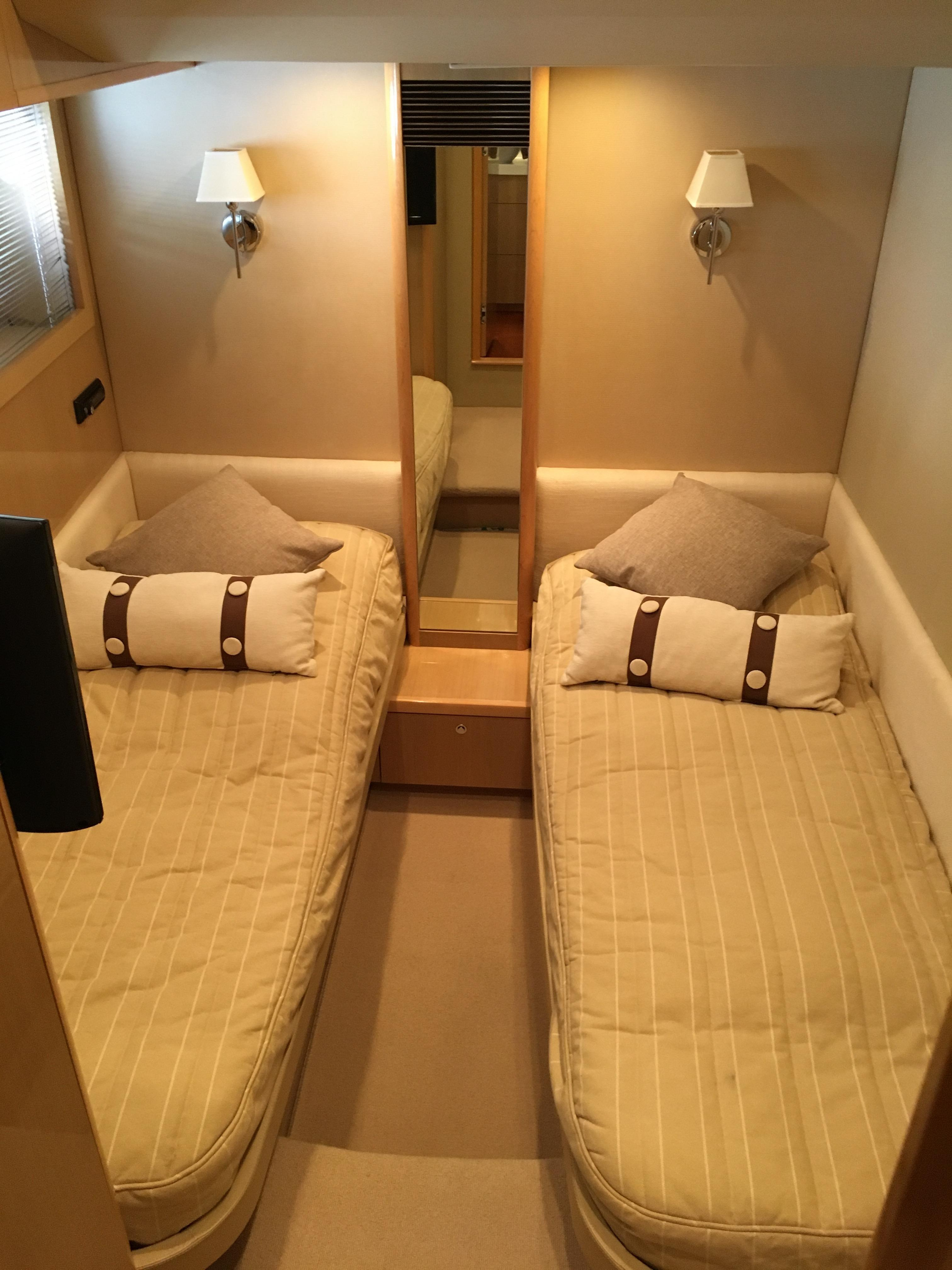 Starboard Twin Cabin with En-Suite access to Day-heads