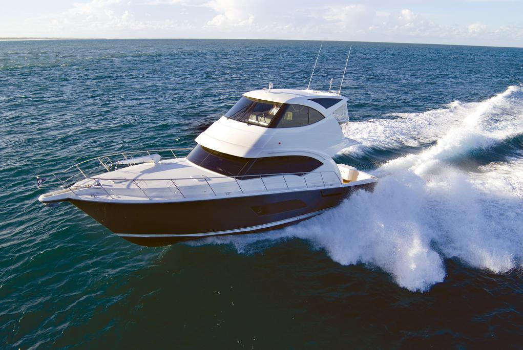 Riviera Enclosed Flybridge with IPS