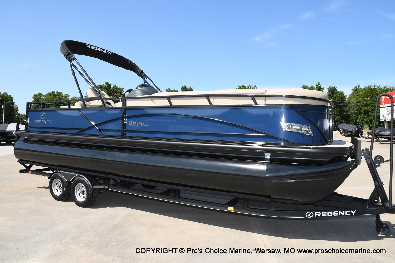 2021 Regency boat for sale, model of the boat is 250 DL3 & Image # 1 of 50