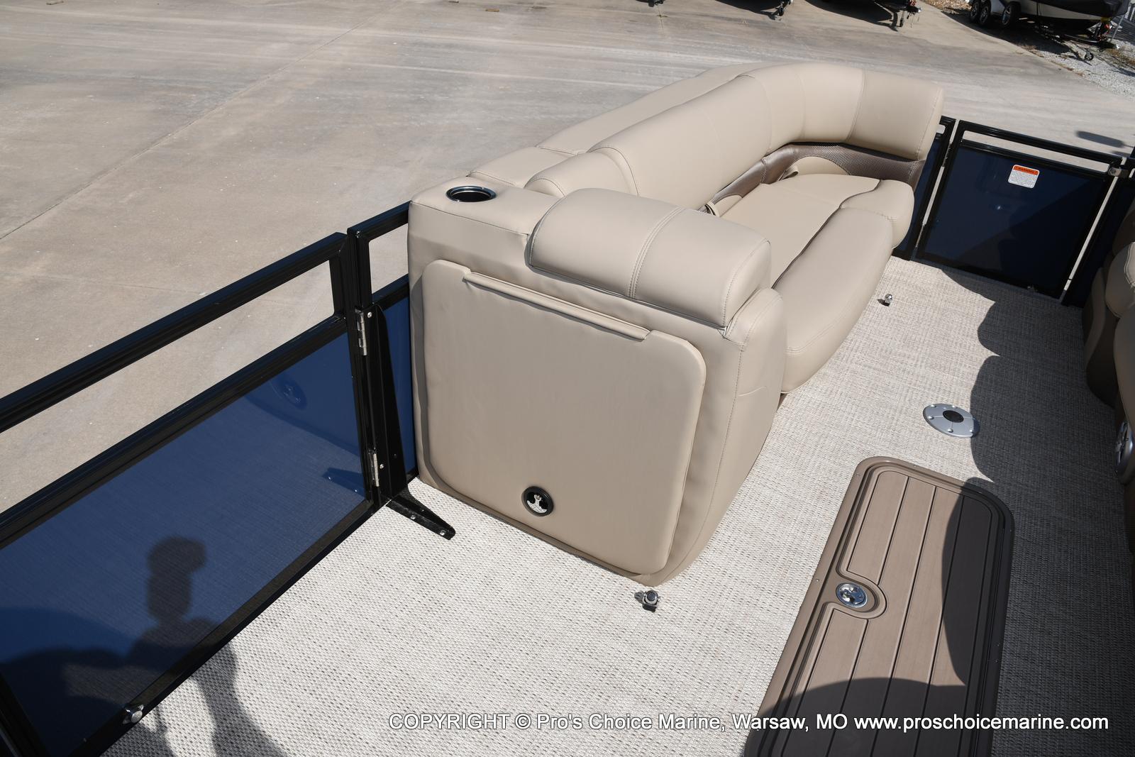 2021 Regency boat for sale, model of the boat is 250 DL3 & Image # 10 of 50