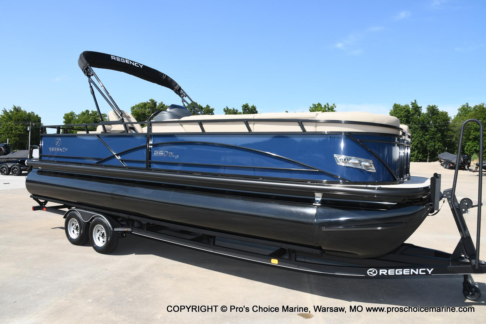 2021 Regency boat for sale, model of the boat is 250 DL3 & Image # 14 of 50