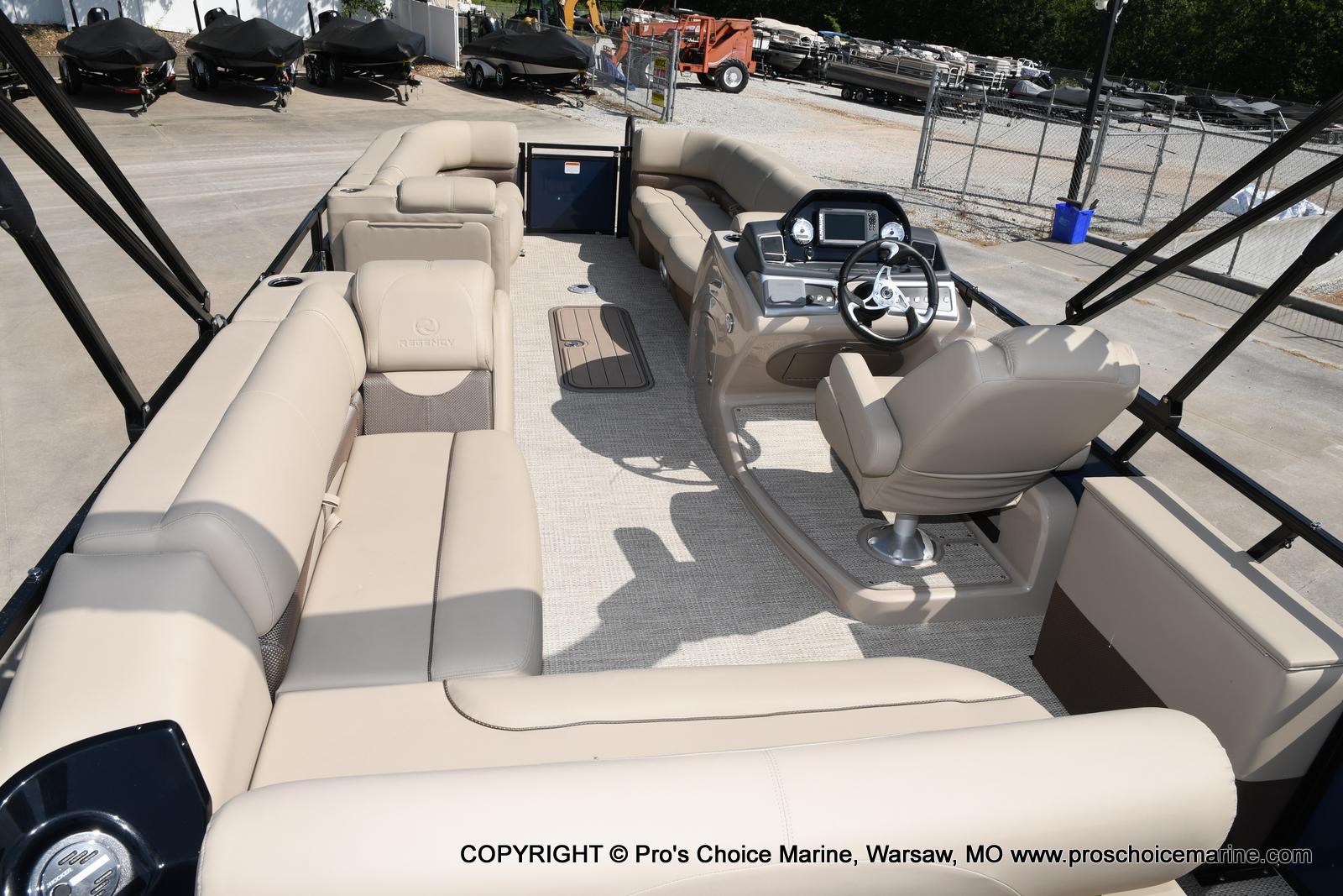 2021 Regency boat for sale, model of the boat is 250 DL3 & Image # 18 of 50