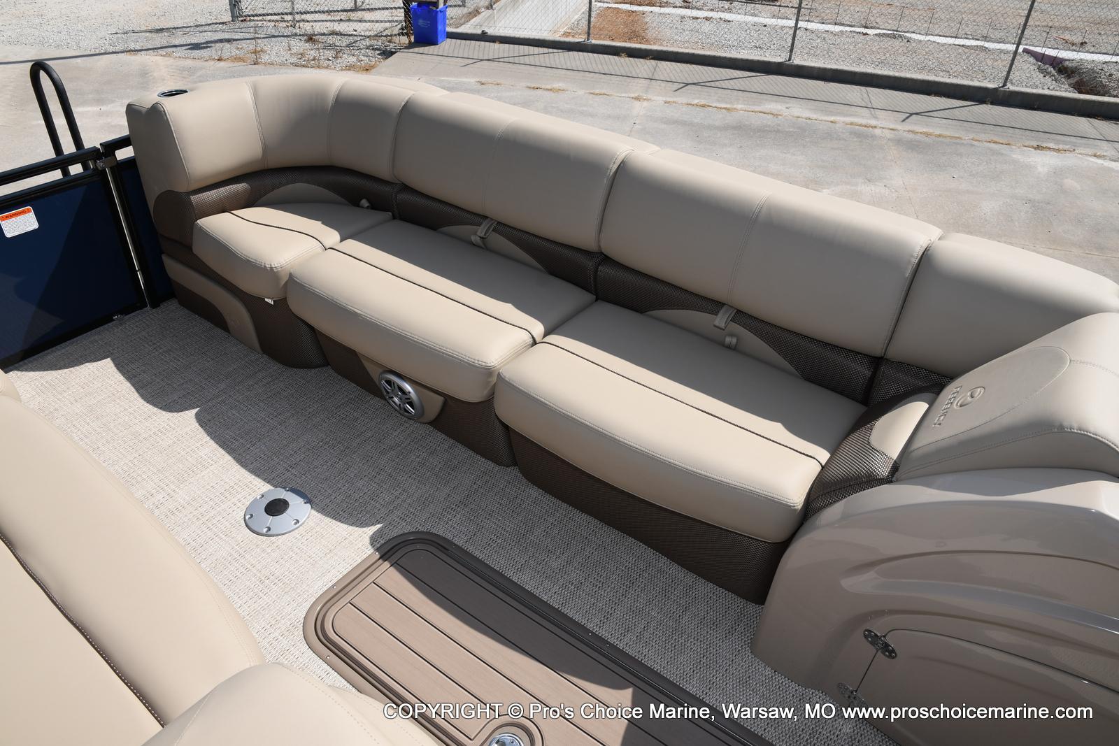 2021 Regency boat for sale, model of the boat is 250 DL3 & Image # 20 of 50