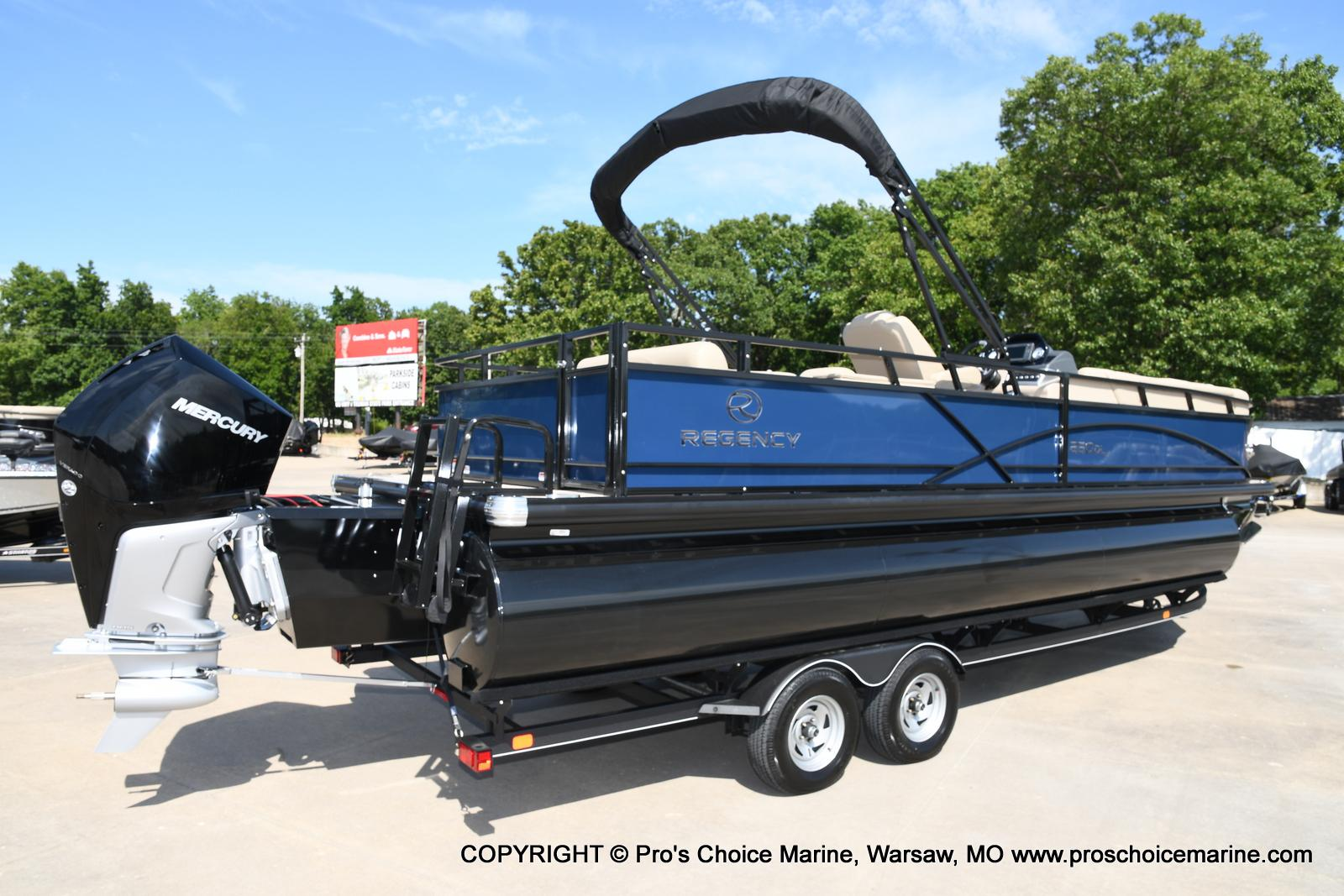 2021 Regency boat for sale, model of the boat is 250 DL3 & Image # 32 of 50