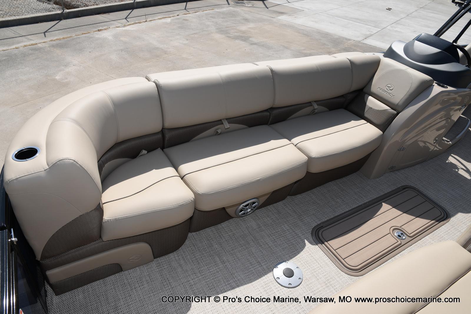 2021 Regency boat for sale, model of the boat is 250 DL3 & Image # 33 of 50