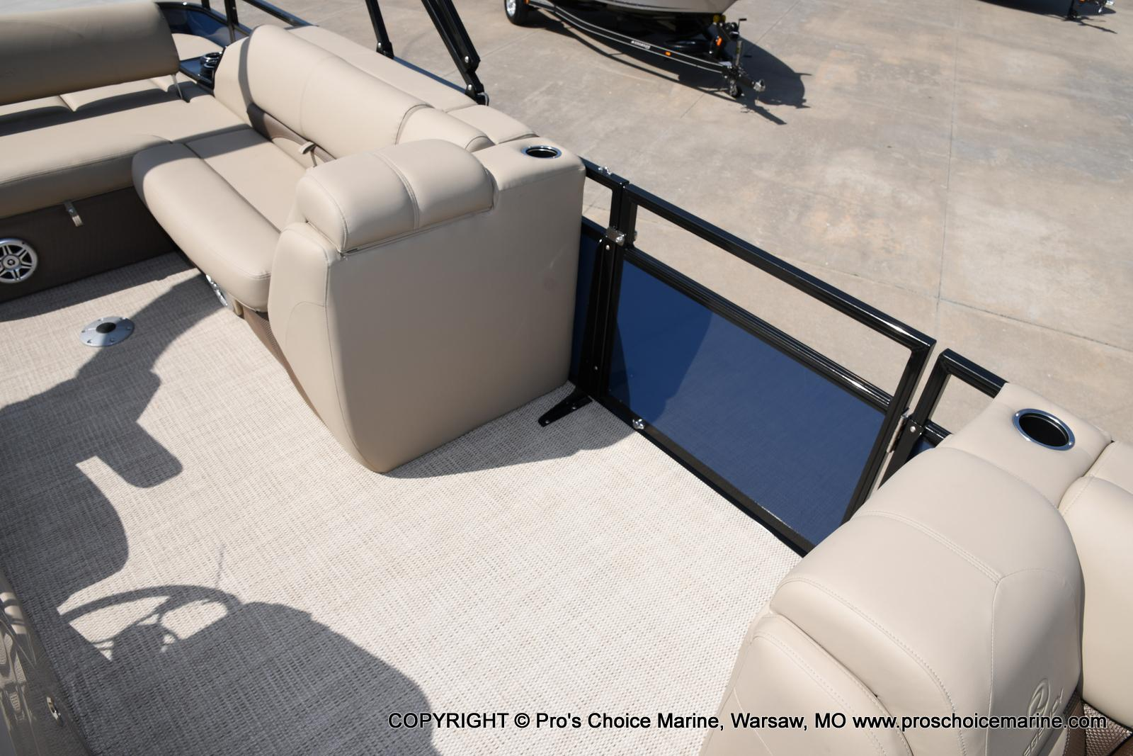 2021 Regency boat for sale, model of the boat is 250 DL3 & Image # 34 of 50